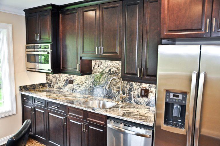 kitchen-countertop-in-northfield-il-granite-selection-img_6181b1be05ba703f_14-6093-1-83216b3-min