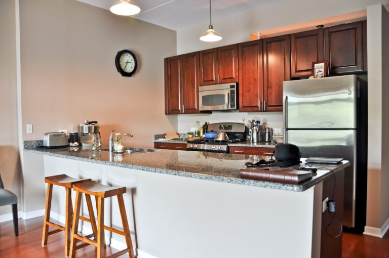 new-kitchen-in-park-ridge-il-granite-selection-img_8311fd2905ba78a3_14-6158-1-e40b693-min-1