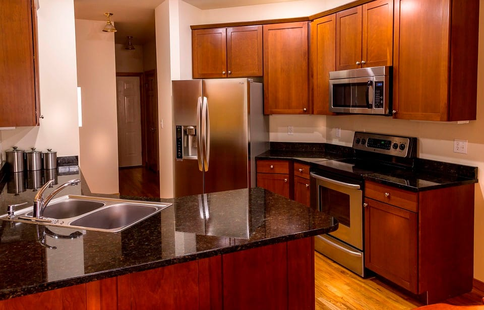 What Color Quartz Countertops Go With Dark Cherry Cabinets Granite Selection